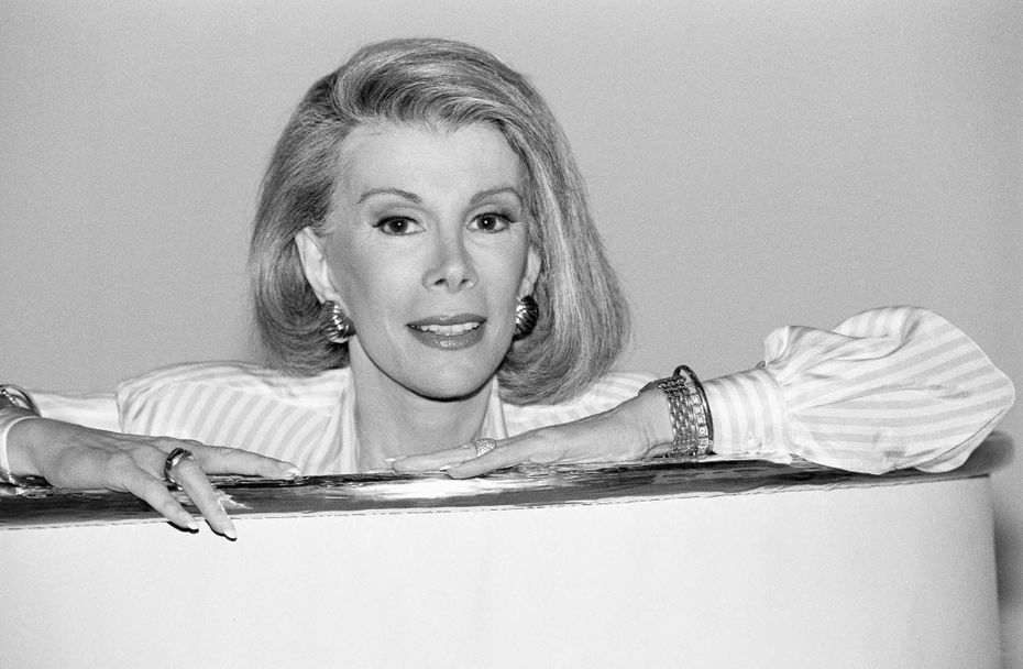 Joan Rivers announces that she is starting a new syndicated talk show,  The Joan Rivers Show,  in 1989.