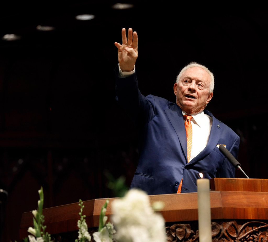 Dallas Cowboys owner Jerry Jones raises four fingers indicating the fourth quarter of life during his remembrance of T. Boone Pickens.