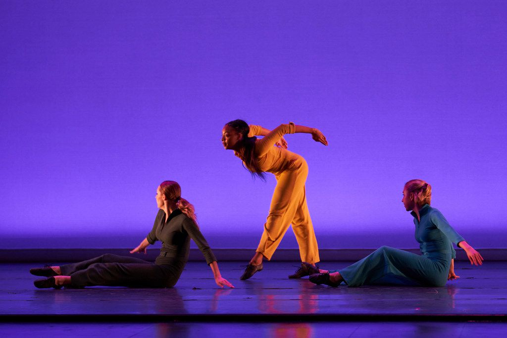 Points on a Curve (1998) is one of the most arresting pieces choreographed by retiring SMU professor Danny Buraczeski, who led the pioneering Jazzdance company from 1979 to 2005.