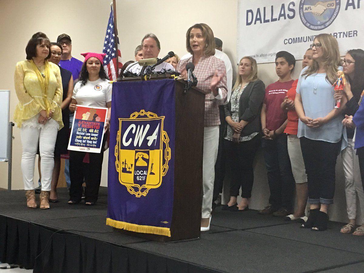 """Nancy Pelosi  y otros líderes demócratas dieron punto de partido al """"verano de la resistencia"""" durante un mítin en Dallas."""