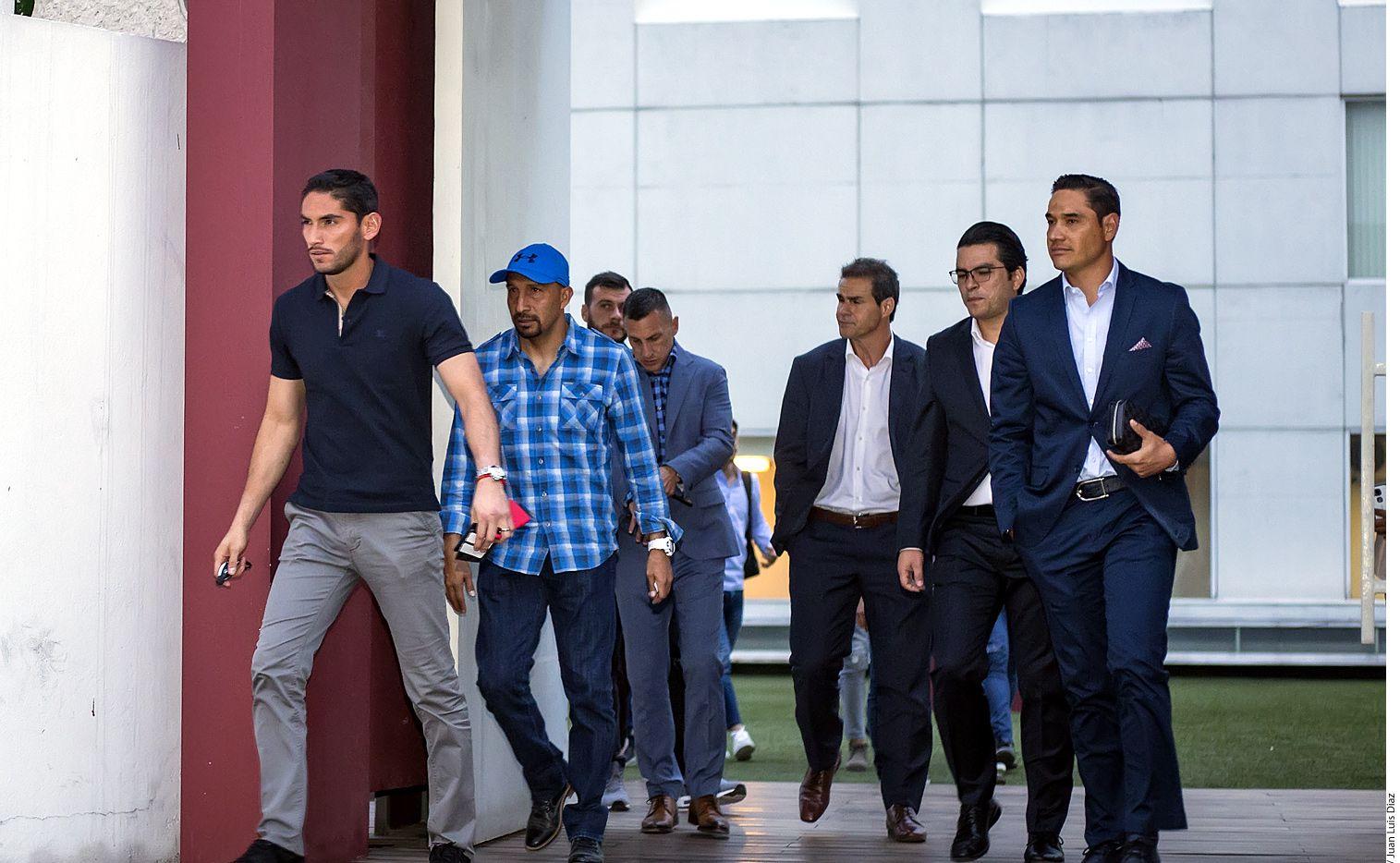 Jugadores mexicanos salen de la reunión con directivos de la Liga MX. Foto AGENCIA REFORMA