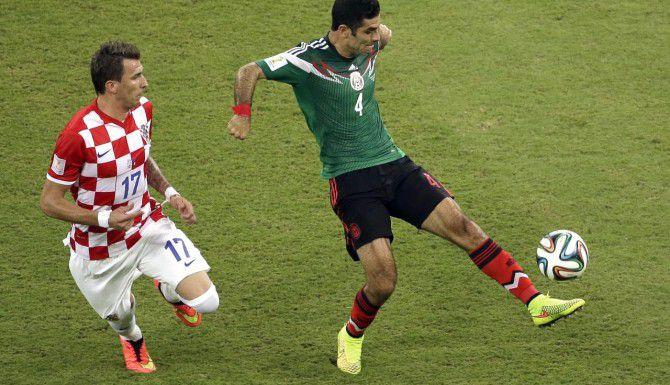 El veterano defensa Rafael Márquez de 36 años fue llamado a la selección mexicana que disputará la Copa América 2015 en Chile. (AP/HASSAN AMMAR)