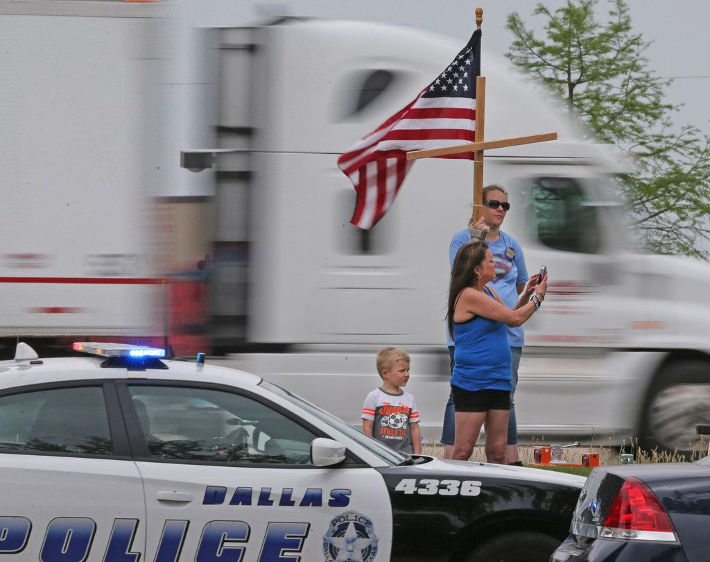 Passers-by stop to pay their respects at the funeral for Officer Rogelio Santander Jr. at Lake Pointe Church in Rockwall.