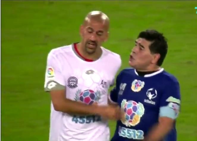 Darío Verón y Diego Maradona discutieron en un partido en homenaje al Papa Francisco. YOUTUBE