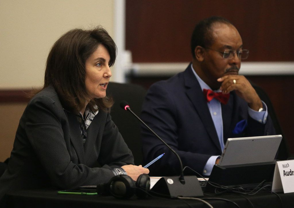 Board member Audrey Pinkerton, left, and Lew Blackburn, right, are not seeking reelection as Dallas school trustees.
