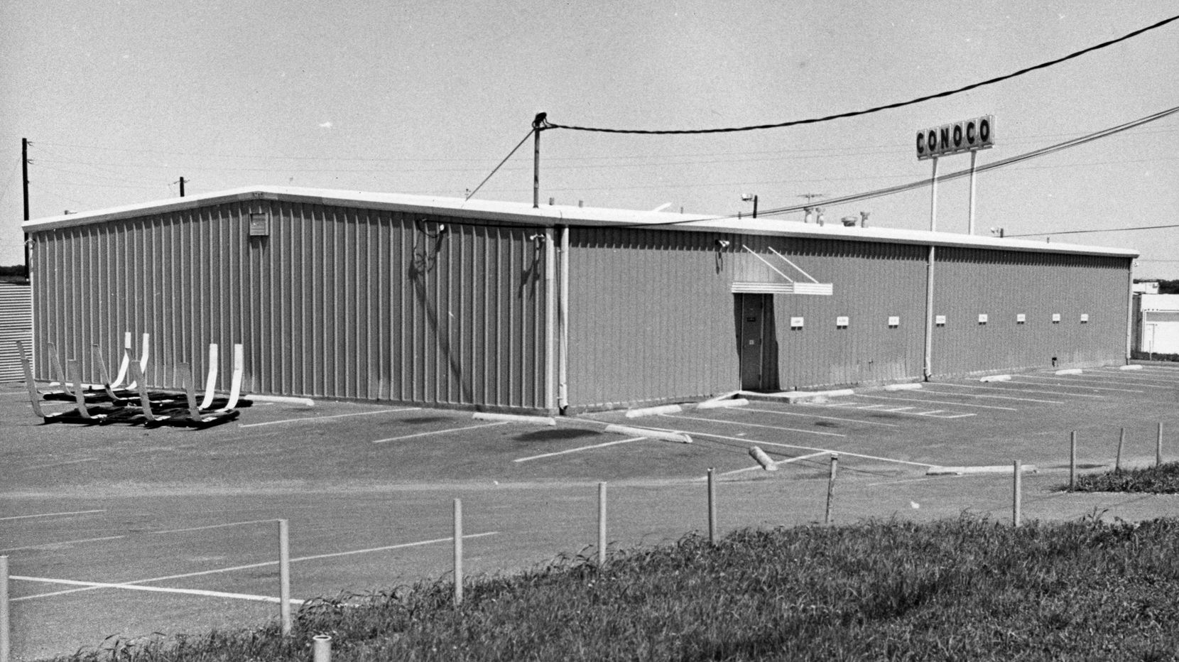 A picture of the blue fieldhouse at the Cowboys' practice facilities on Forest Lane and Abrams. The team practiced at this location from 1967 to 1985.