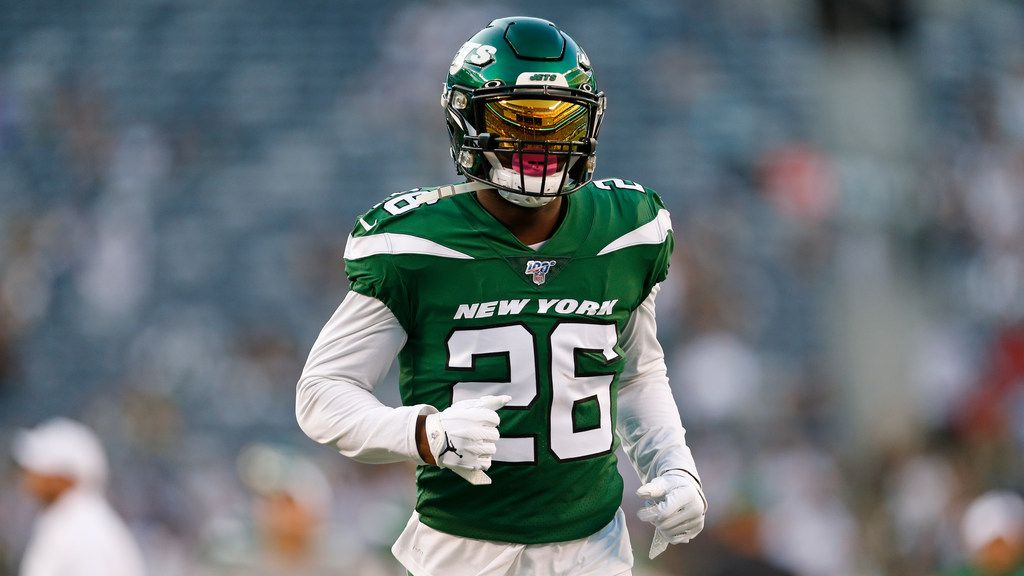 New York Jets running back Le'Veon Bell (26) warms up before a preseason NFL football game against the New Orleans Saints Saturday, Aug. 24, 2019, in East Rutherford, N.J. (AP Photo/Adam Hunger)