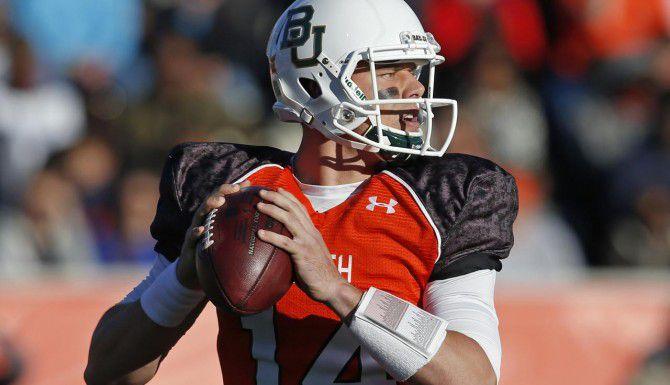 Bryce Petty, recién egresado de Baylor, es uno de los mariscales que a los Cowboys les gustaría seleccionar en el draft de jugadores colegiales el 30 de abril. (AP/Butch Dill)