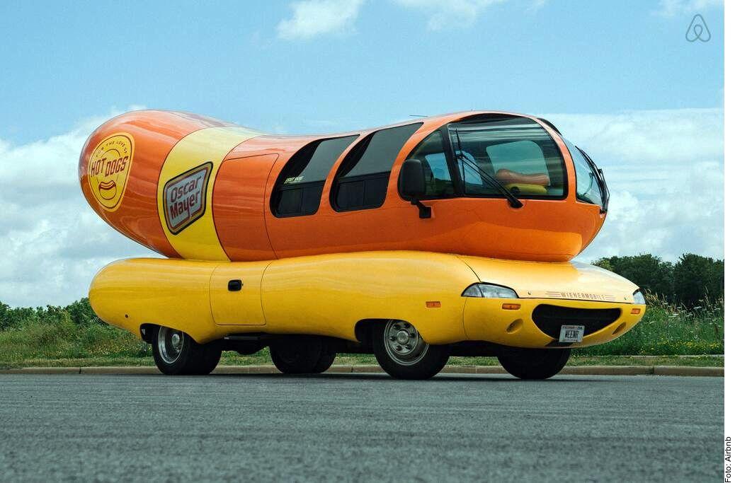 La firma de salchichas Oscar Mayer lanzó, a través de Airbnb, un hospedaje en una casa rodante en forma de hot dog.