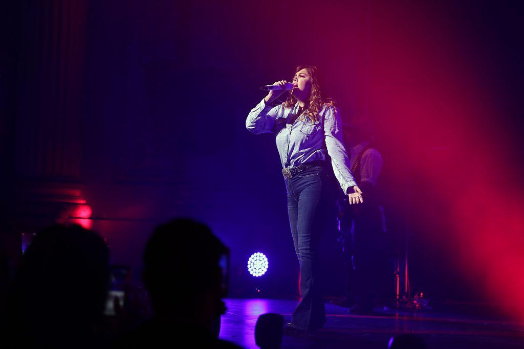 Yuridia durante su presentación en el Majestic Theatre en Dallas la noche del 30 de agosto./FOTO ESPECIAL PARA AL DIA OMAR VEGAS.