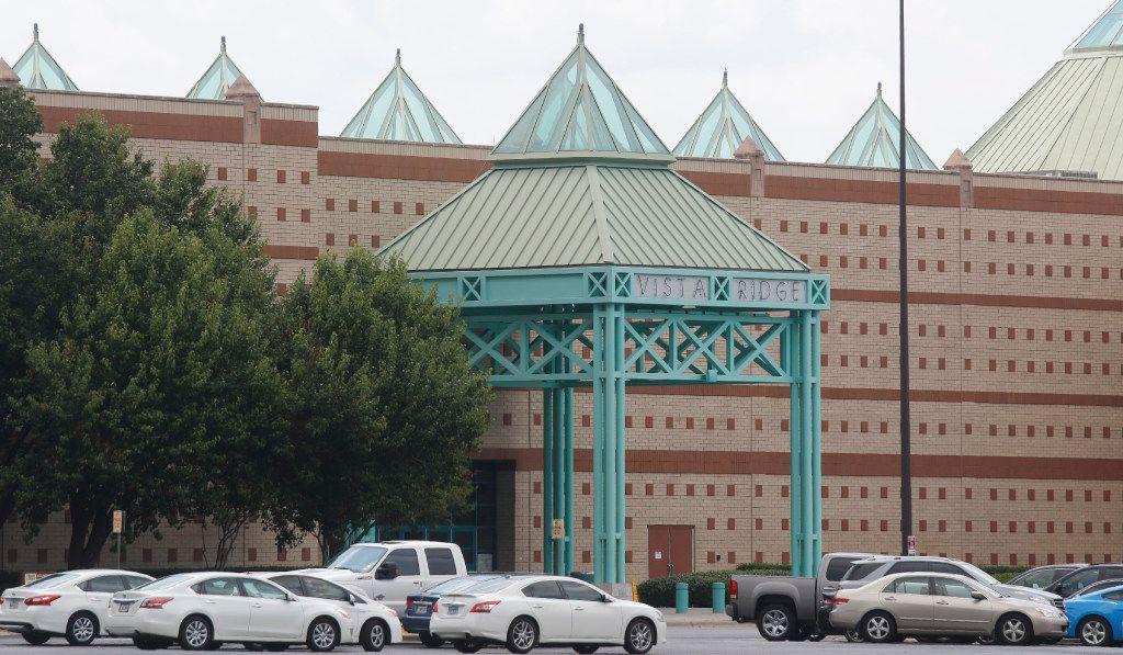 Exterior of Vista Ridge Mall in Lewisville