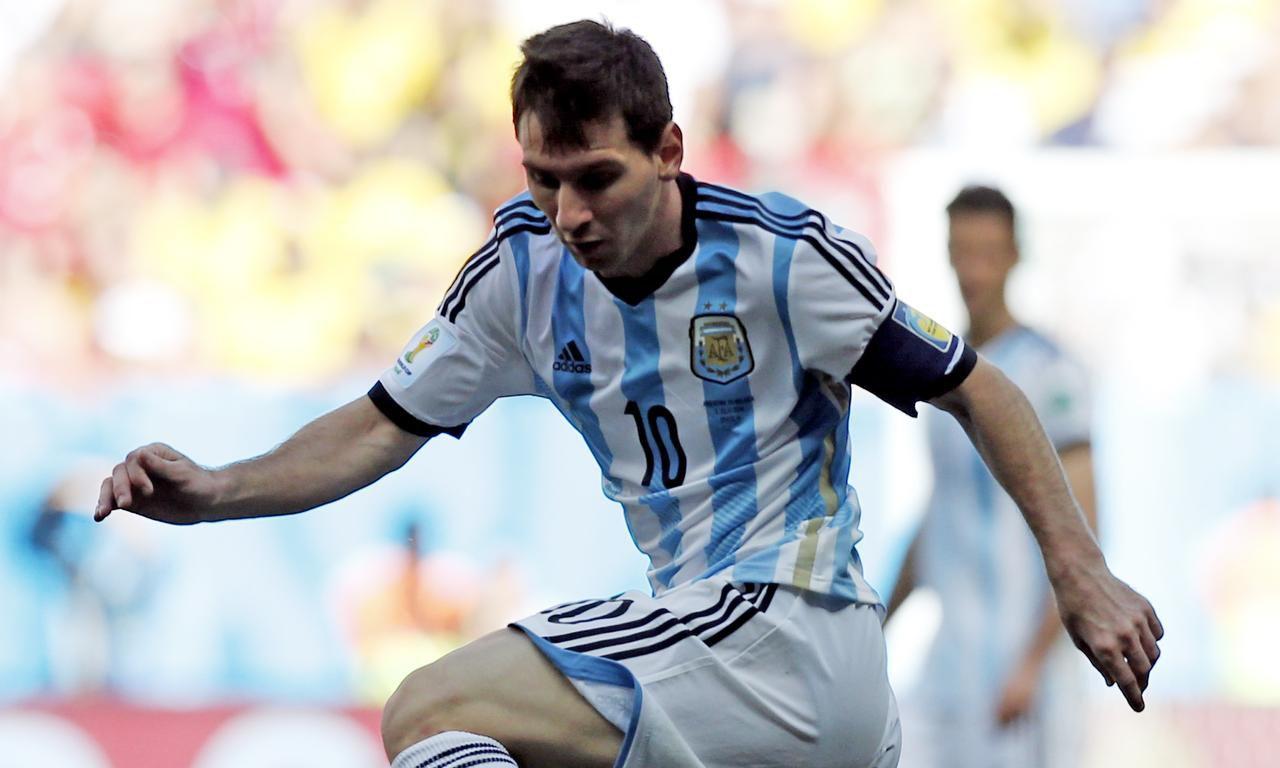 Lionel Messi y la selección argentina ocupan el sexto lugar de las eliminatorias sudamericanas. (AP/VICTOR R. CAIVANO)