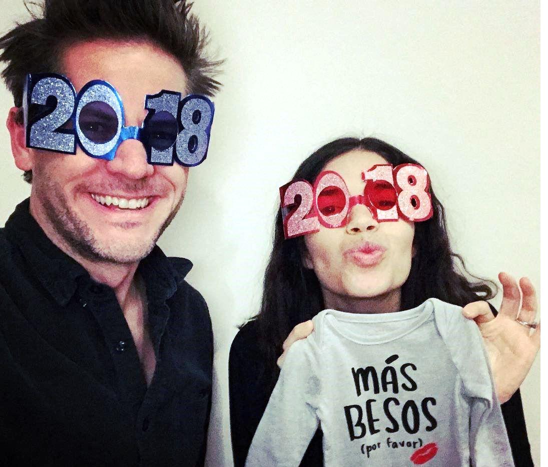 """La actriz America Ferrera anunció en redes sociales que espera a su primer hijo con su esposo, el productor Ryan Piers Williams. """"¡Estaremos recibiendo una cara más para besar en el 2018!"""", posteó la artista junto a una foto en la que aparecen ambos./ AGENCIA REFORMA"""