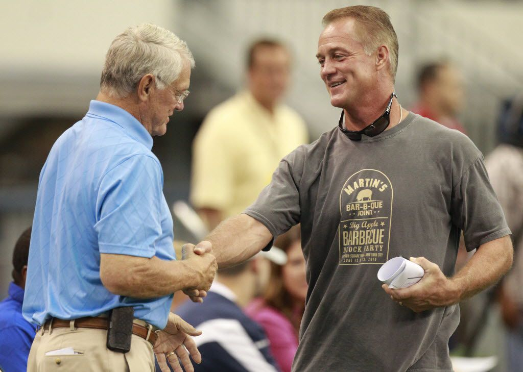 """Former Dallas Cowboys players Dan Reeves and Daryl """"Moose"""" Johnston greet each other during practice on the last day of training camp at Cowboys Stadium in Arlington, Texas, on August 25, 2011. (Michael Ainsworth/The Dallas Morning News)"""