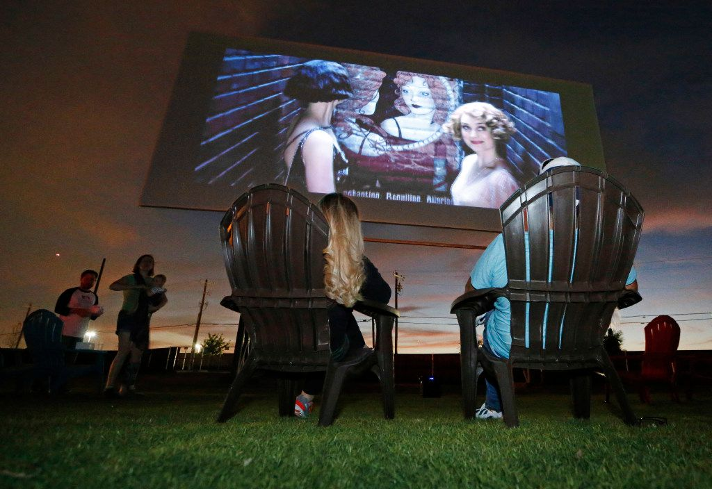"""Tina and Art Lira of Lewisville settle in to watch the """"Coming Attractions"""" reel at the Coyote Drive-In in Lewisville, Texas, photographed on Saturday, October 29, 2016. (Louis DeLuca/The Dallas Morning News)"""