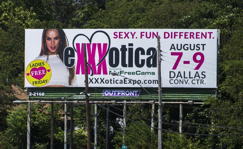 Un cartel promocionando la Feria Exxxotica en el 2015. La feria fue vetada al año siguiente por la ciudad.