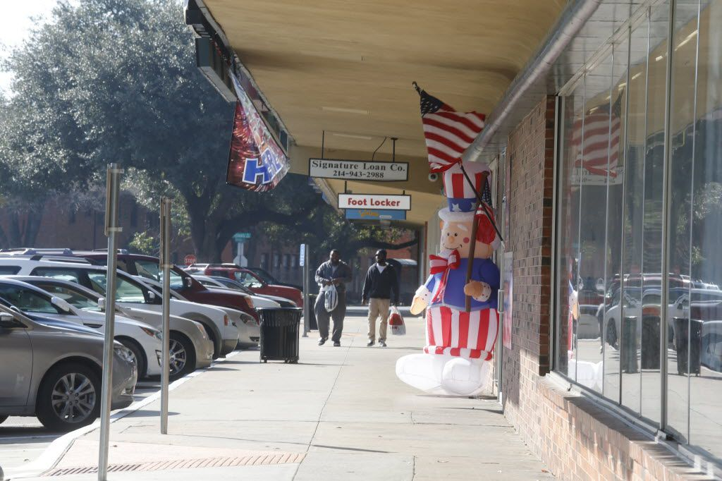 A typical weekend at Wynnewood Village shopping center  in Oak Cliff Saturday February 13, 2016.  (Ron Baselice/ The Dallas Morning News)