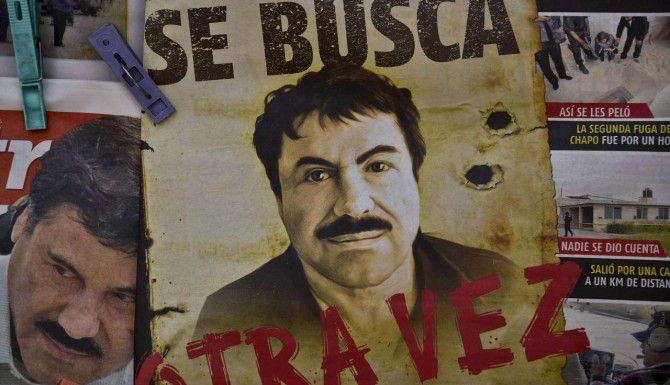 """Un poster en la Ciudad de México muestra a Joaquín """"Chapo"""" Guzmán luego de su fuga. (AFP/GETTY IMAGES/YURI CORTEZ)"""