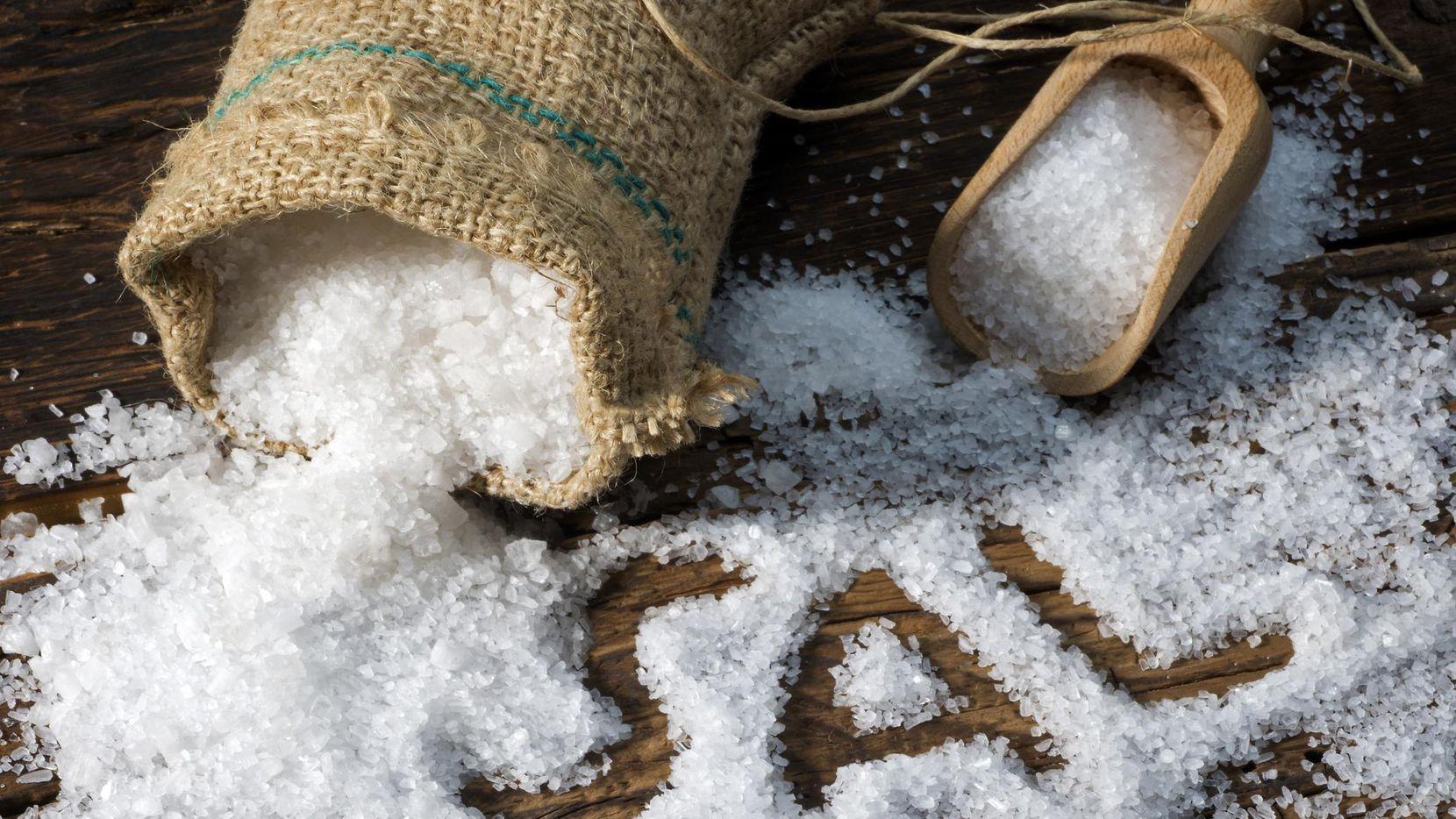 Sal en grano o sal de mar.(GETTY IMAGES)