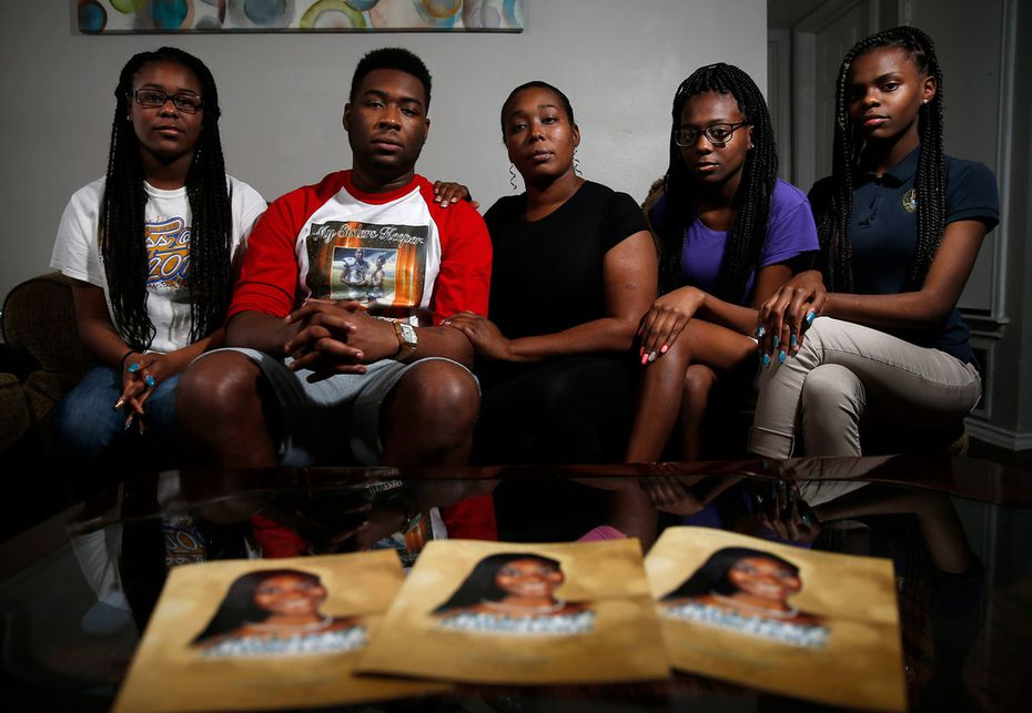 ShaQuaila Jacobs, 36,  center, poses for a photograph with her children, (from left) Trameicia Jacobs, 17; ShaDarrion Jacobs, 20; Ashanti Ferrell, 16; and ShaNaia Ferrell, 15, at their apartment in Dallas on Thursday, March 22, 2018. NeQuacia Jacobs was killed in a shooting after looking out her apartment window in February.