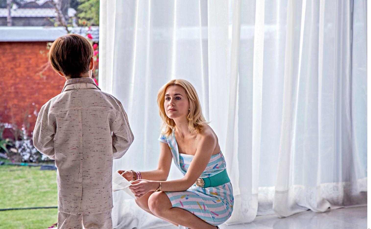 La italiana Anna Favella (der.) dice que dimensionó a Marcela Basteri poniéndole el alma de una madre que ama a su hijo./ AGENCIA REFORMA