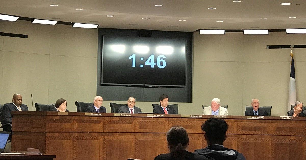 La junta escolar de Irving rechazó una resolución en favor de los inmigrantes. (ELVIA LIMÓN/DMN)