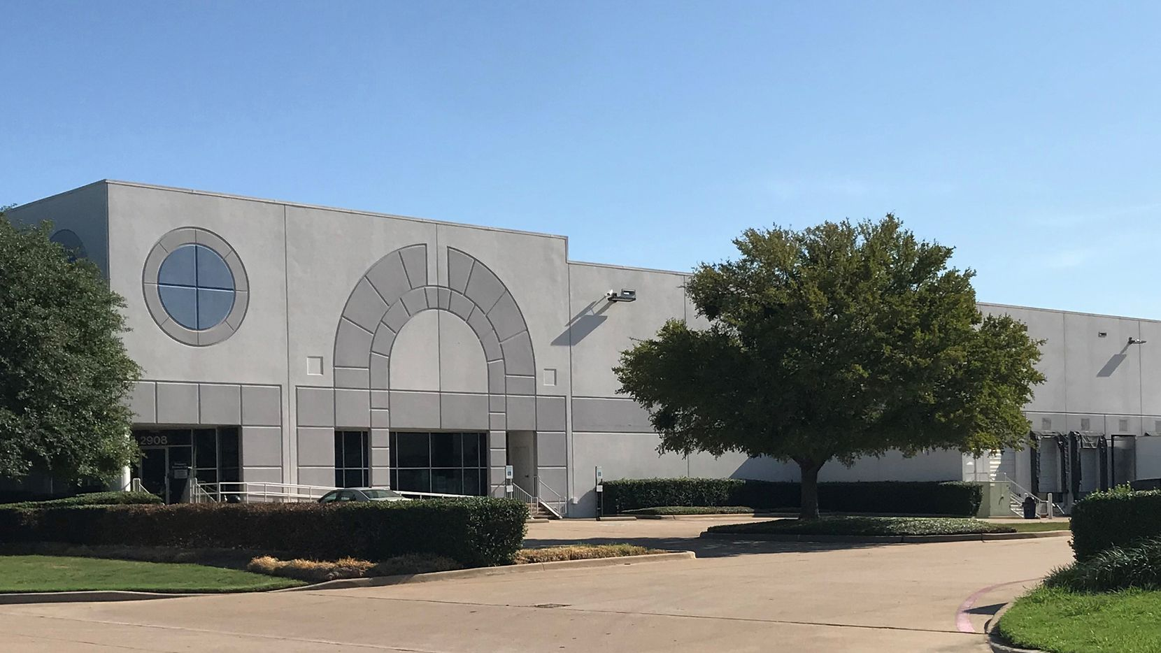 Illinois-based ML Realty Partners has purchased a Carrollton industrial building.