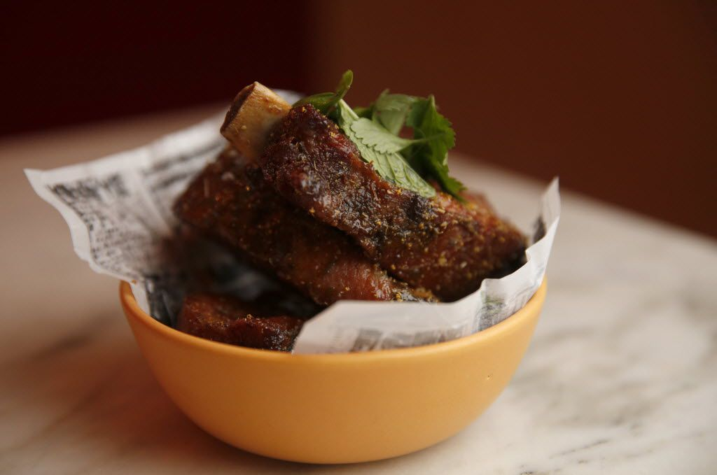 Berkshire pork ribs with fish caramel, apple kombu, fennel pollen and mint
