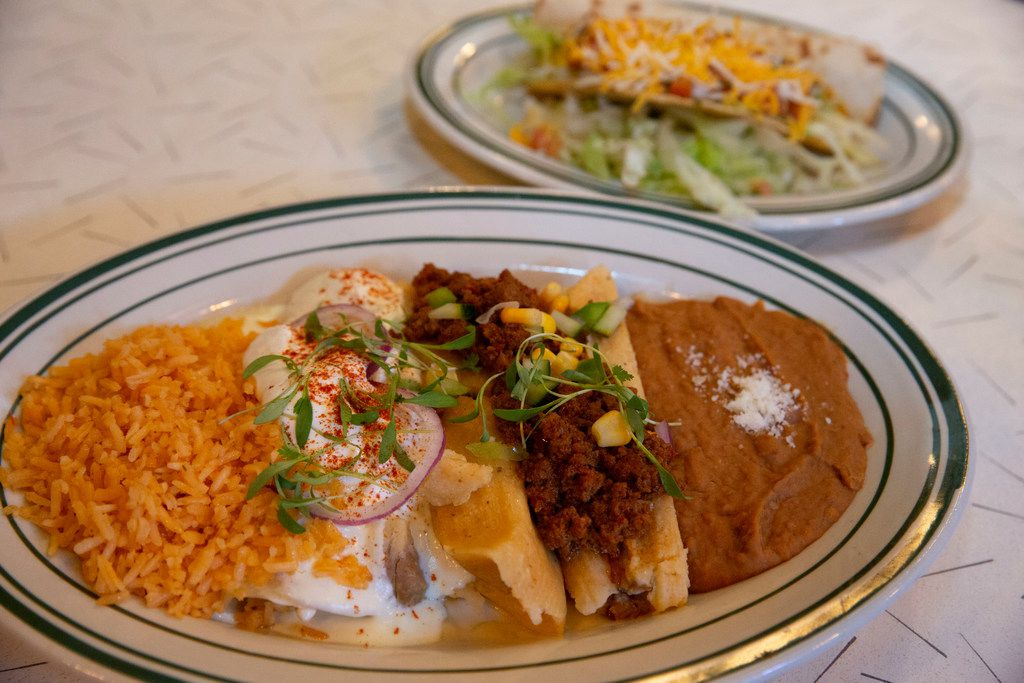 The Deluxe dinner plate at Las Palmas requires two plates.