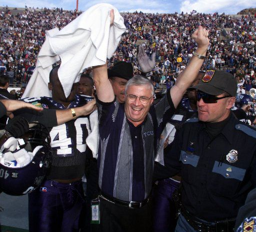 ORG XMIT:  [NS_31TCUUSCJube]  Caption: (shot 12-31-98) DIGITAL IMAGE -- TCU coach Dennis  Franchione celebrates their victory over USC at the end of the  Norwest Sun Bowl at Sun Bowl Stadium in El Paso on Thursday.  Photographer: SCOTT, Andy Date: 19981230  ObjectName: NS_31TCUUSCJube Source: NS_Sports 08152003xSPORTS