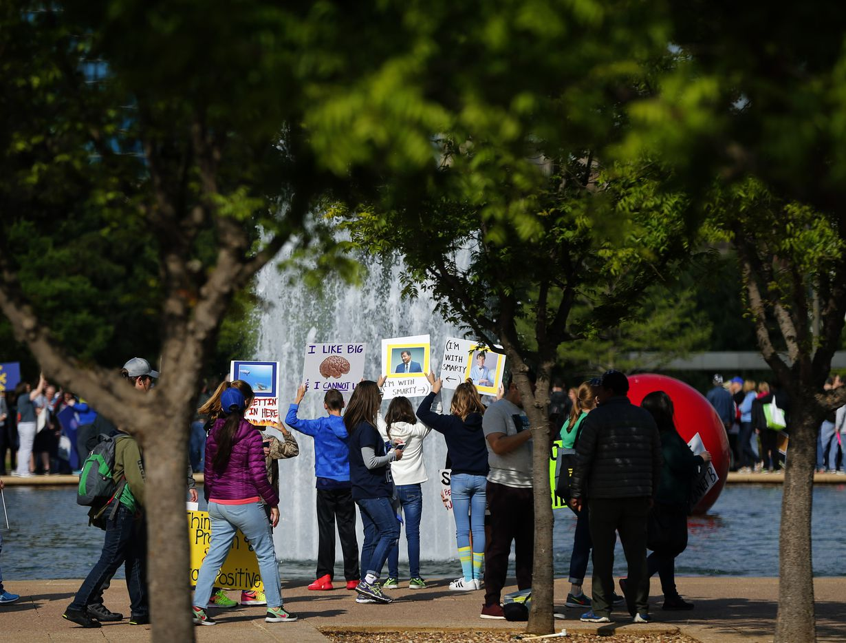 March For Science supporters rallied around the reflecting pool outside Dallas City Hall before marching to Fair Park's Earth Day celebration, Saturday, April 22, 2017. (Tom Fox/The Dallas Morning News)