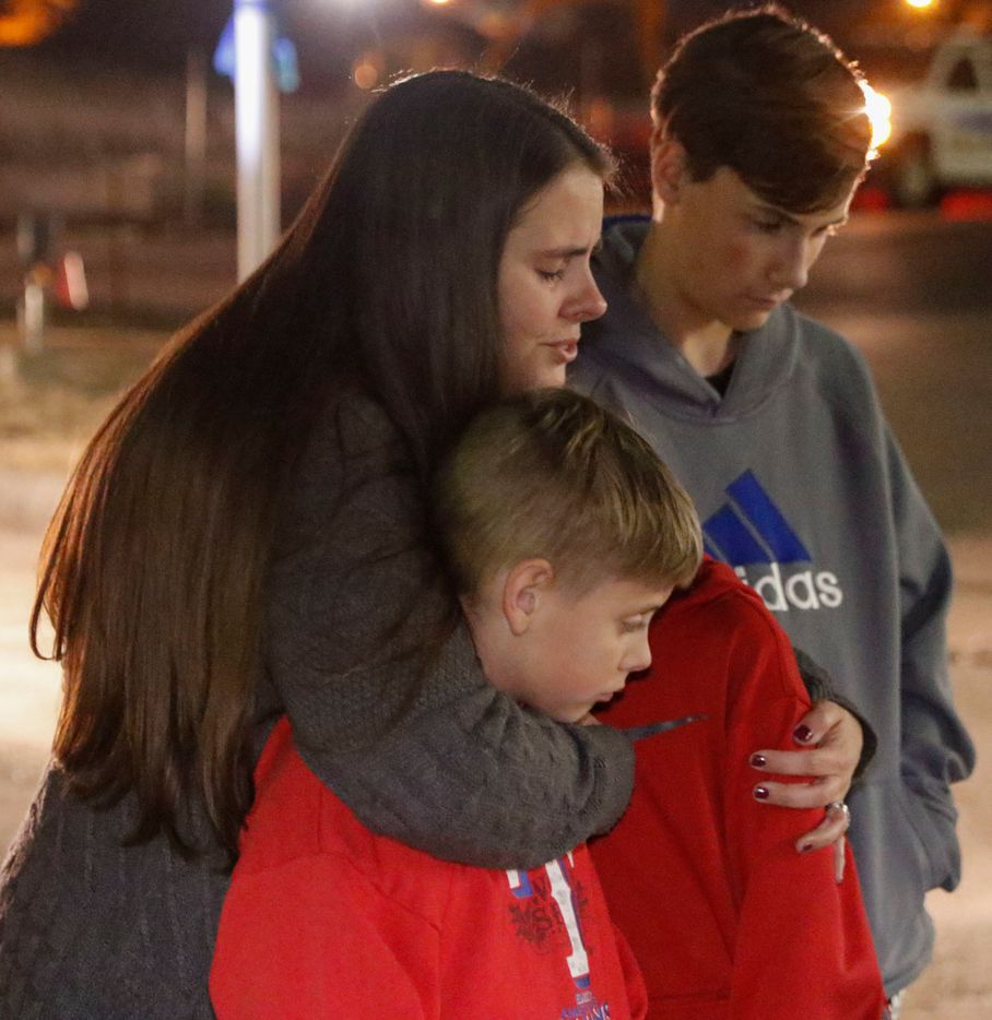 Nicole Nieman, Tate Nieman, 9, Tristan Nieman, 11, and Tanner Nieman, 14, pay their respects at a memorial for Officer David Sherrard at a memorial at the Richardson Police Station Thursday, February 8, 2018. Officer David Sherrard was killed in the line of duty on February 7, 2018.