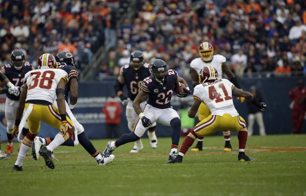 Chicago Bears running back Matt Forte (22) rushes against the Washington Redskins during the first half of an NFL football game, Sunday, Dec. 13, 2015, in Chicago. (AP Photo/Nam Y. Huh)