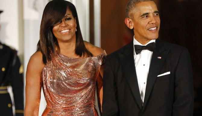 Los Obama participarán en podcasts bajo la asociación de Higher Ground. (AP)