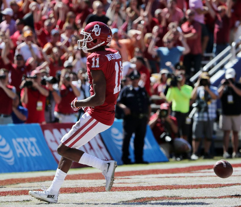Oklahoma Sooners wide receiver Dede Westbrook (11) scores a 71-yard touchdown reception in the first half to make the score 13-10 during the Red River Showdown between the Oklahoma Sooners and Texas Longhorns at the Cotton Bowl at Fair Park in Dallas Saturday October 8, 2016. (Andy Jacobsohn/The Dallas Morning News)