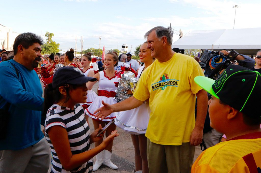 Dallas Mayor Mike Rawlings greets families at the 20th annual school supplies fair. (David Woo/Staff Photographer)