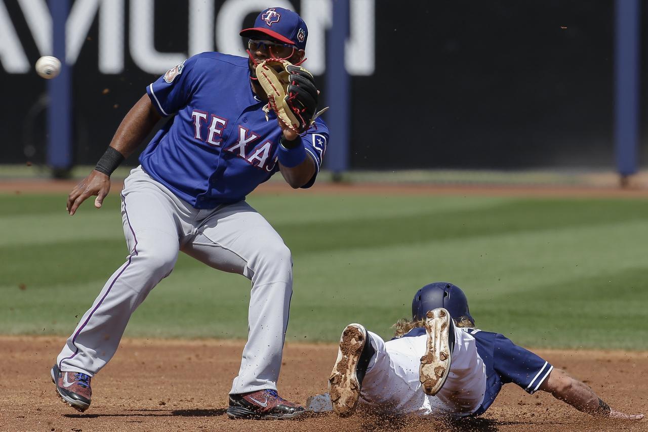 Elvis Andrus (izq.) y los Rangers ocupan el último lugar de la División Oeste. (AP/DARRON CUMMINGS)