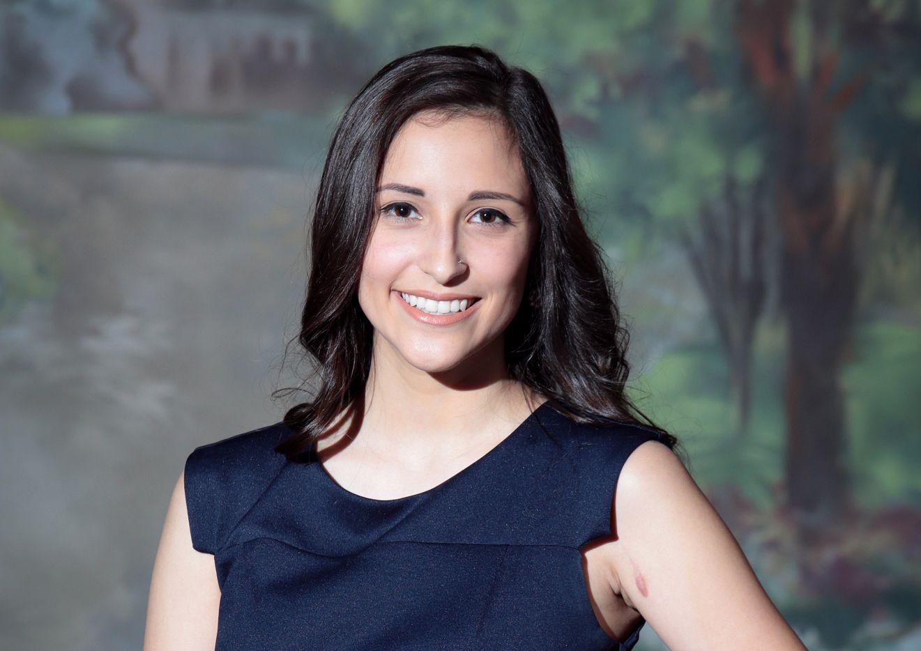 Brooke López fue candidata a concejal a los 21 años. Ahora trabaja en la campaña de Lillian Salerno. MARÍA OLIVAS/Especial para AL DÍA