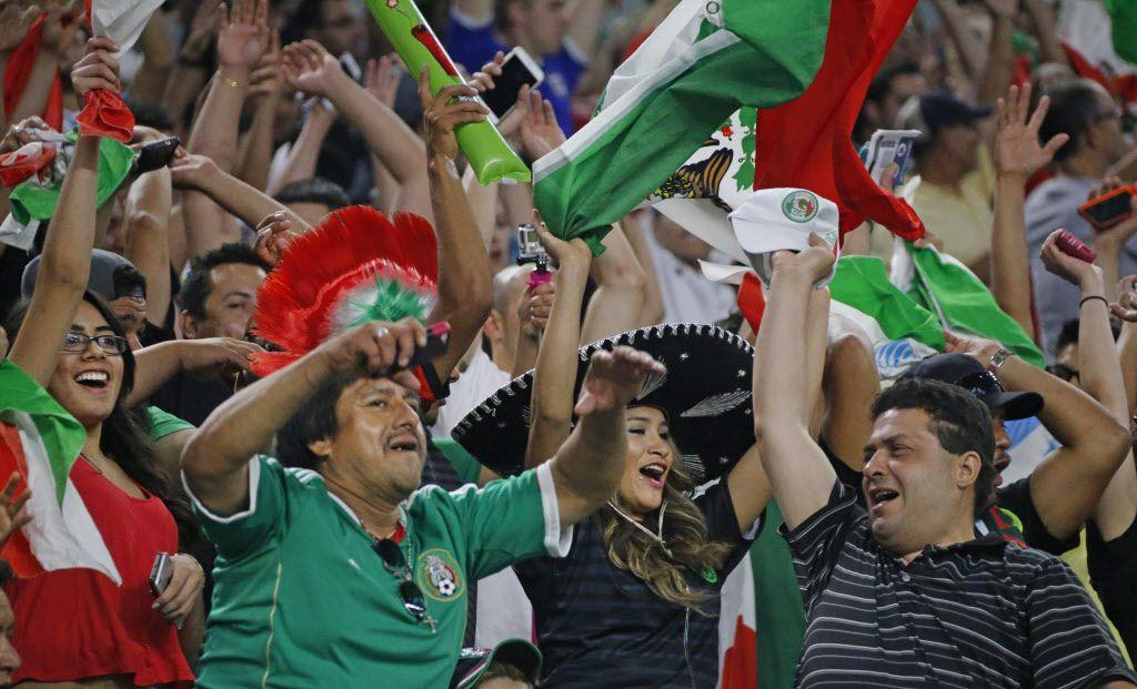 Fans de México en el AT&T Stadium de Arlington / Fotos: DMN