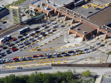 Traffic entering the U.S. from Reynosa, Mexico, backs up on the U.S. side at the Hidalgo Port of Entry on the McAllen-Hidalgo-Reynosa International Bridge in 2016. (File Photo/Nathan Lambrecht)