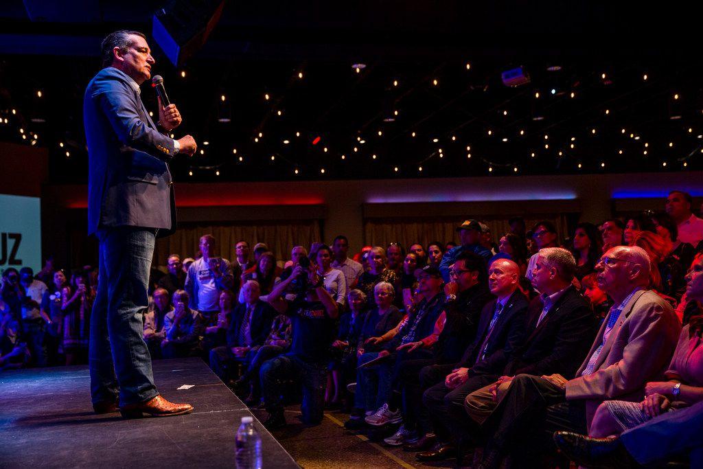 Senator Ted Cruz campaigns at Cendera Center in Fort Worth on Friday, November 2, 2018. (Shaban Athuman/The Dallas Morning News)