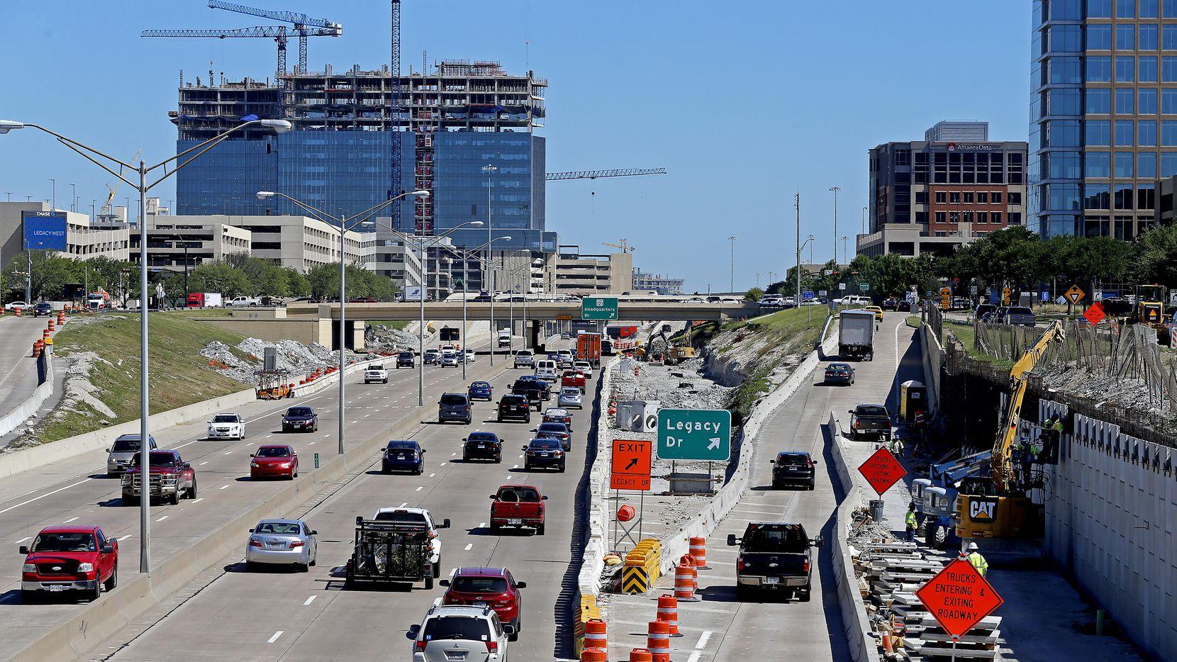 Los trabajos en el Dallas North Tollway obligarán a cierres de esta vía durante este y el próximo fin de semana.) (DMN/JAE S. LEE)