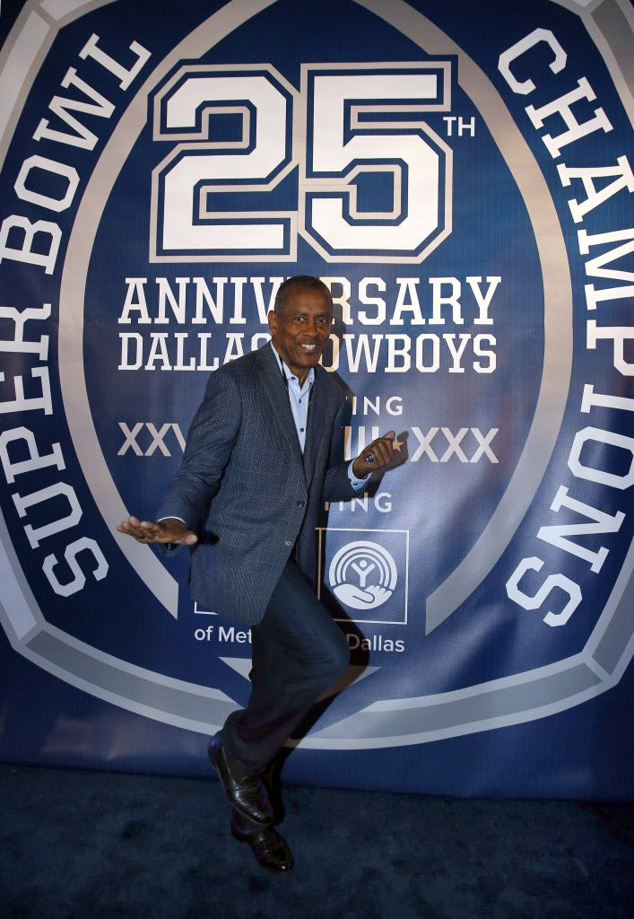 Former Dallas Cowboys football player Tony Dorsett strikes a Heisman pose on the Blue Carpet  during the 25th Anniversary of the Dallas Cowboys Super Bowl XXVII at Gilley's in Dallas, Saturday, February 25, 2017. The event was hosted by Troy Aikman and United Way of Metropolitan of Dallas in which he is the new fundraiser. The evening featured appearances by Cowboys legends, a conversation with head coach Jimmy Johnson and other members of the 1992 coaching staff, and a special celebration honoring Jerry Jones for his election to the Pro Football Hall of Fame.(Tom Fox/The Dallas Morning News)