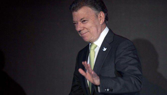 El presidente colombiano Juan Manuel Santos ordenó la reanudación de los bombardeos contra la guerrilla. (AP/Moises Castillo)