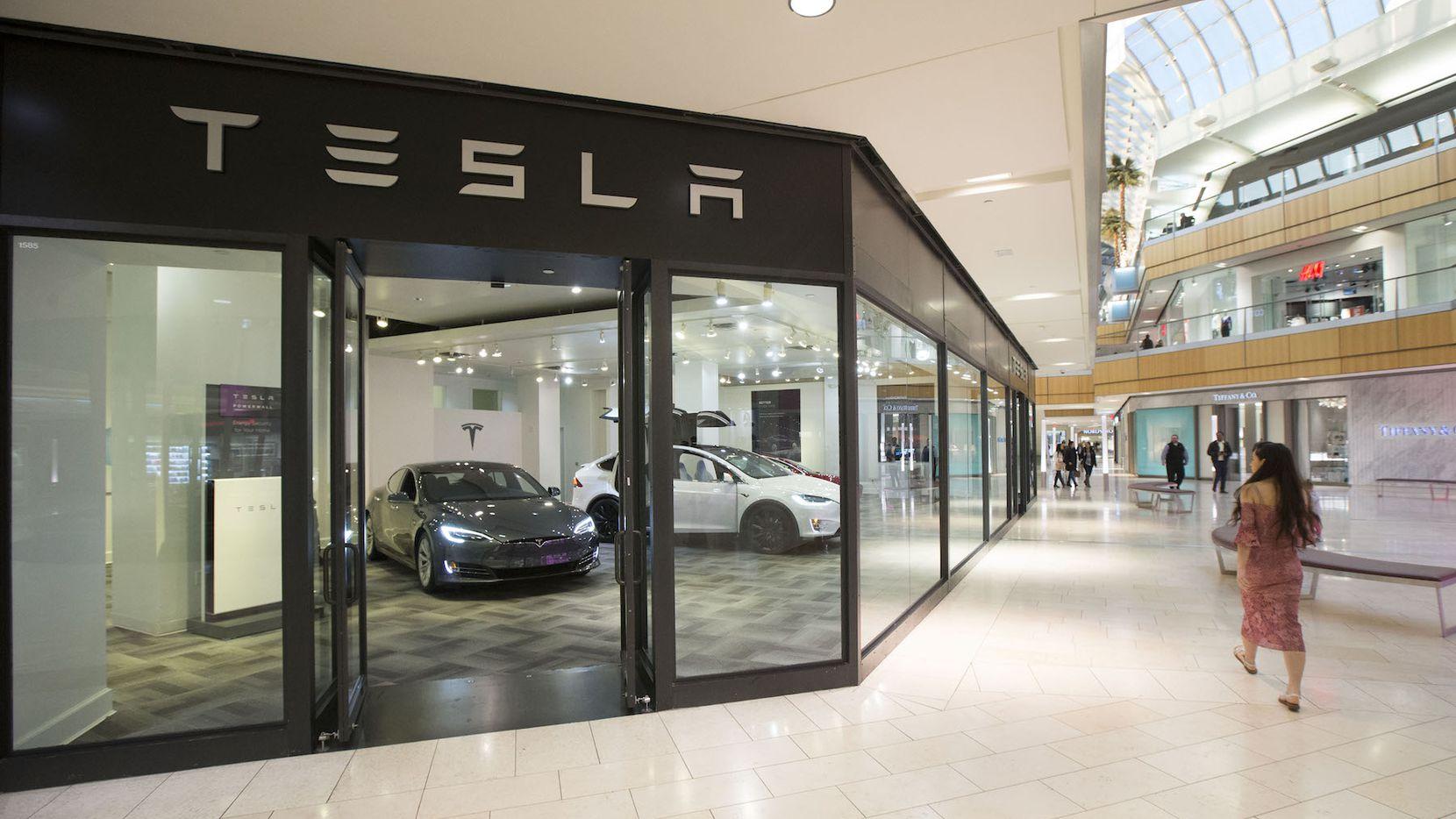 La recién abierta tienda de Tesla en Galleria Mall de Dallas. DMN
