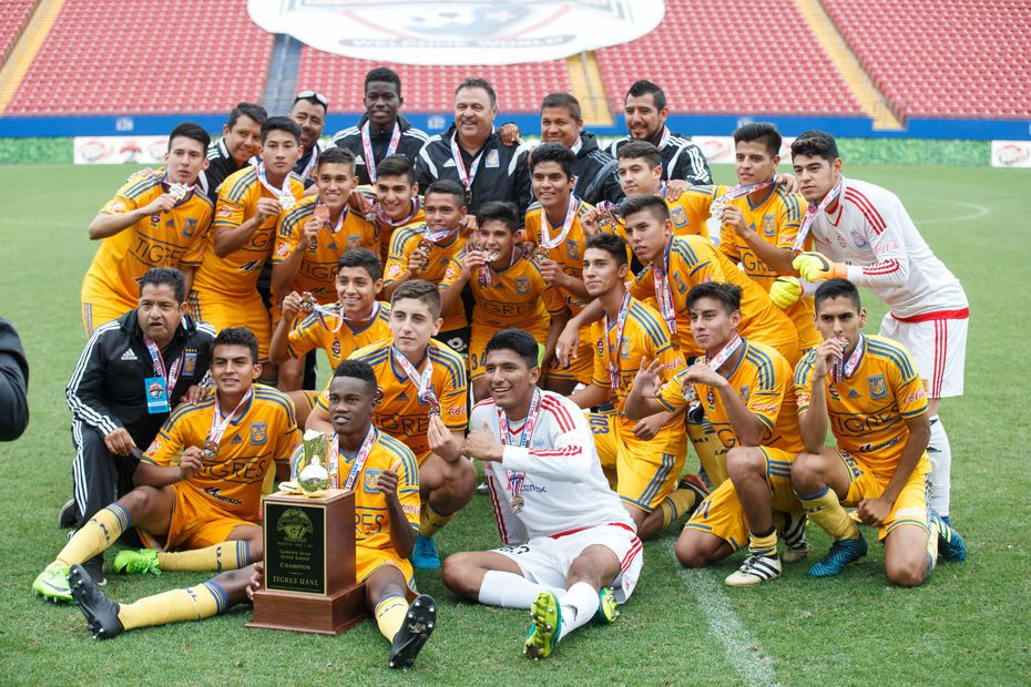 Tigres, Champions of the 2018 Dallas Cup Super Group.