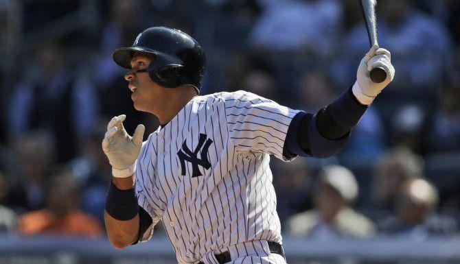 Alex Rodríguez, de los Yankees, conectó un hit en el quinto inning en la derrota ante Toronto. (AP/SETH WENIG)