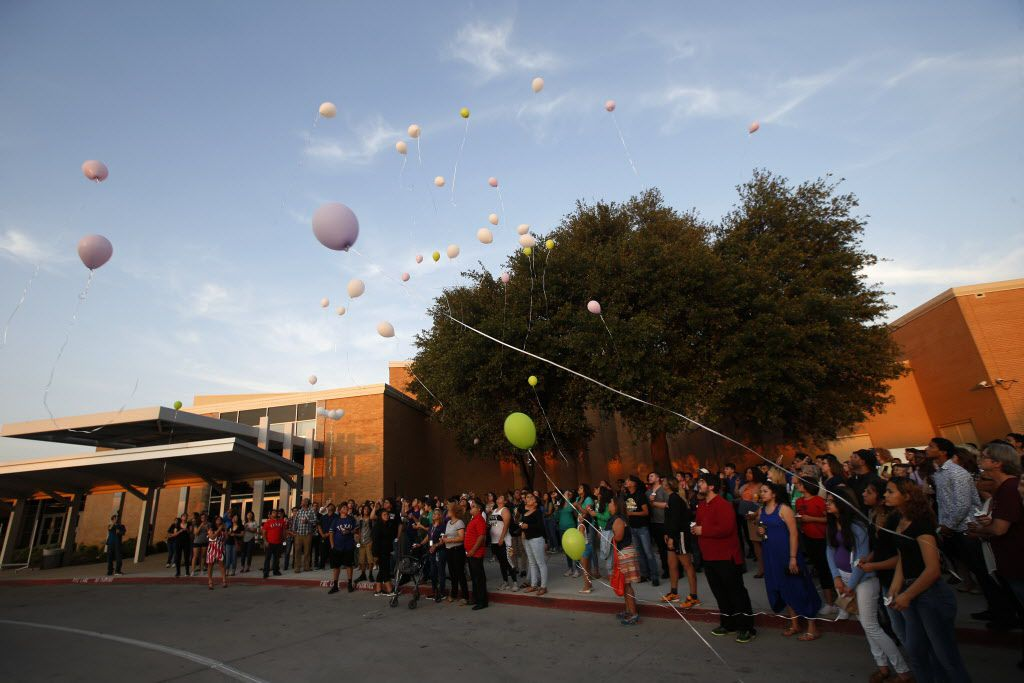 Baloons are released during a memorial held for Janeera Gonzalez, the North Lake College student slain Wednesday, at Irving High School in Irving, Texas on May 8, 2017.