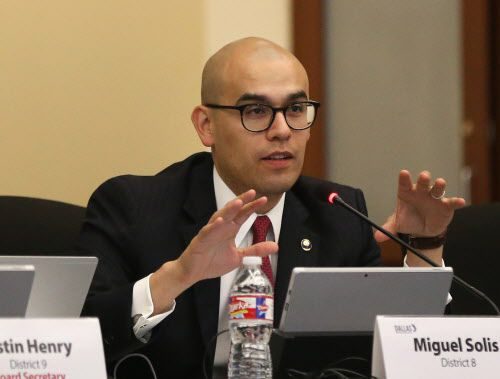 Miguel Solís anunció su candidatura a la alcaldía de Dallas. DMN