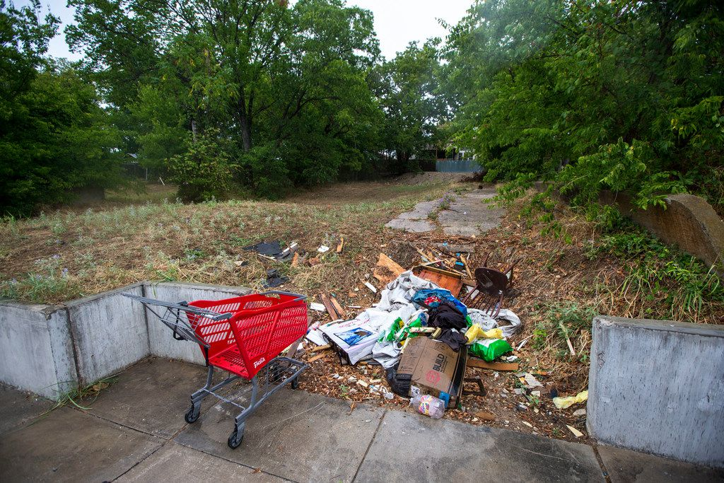 Architect Jay Taylor owns this empty lot, where he plans to build a home in Oak Cliff. Pictured in Dallas on Aug. 10, 2018. (Carly Geraci/The Dallas Morning News)